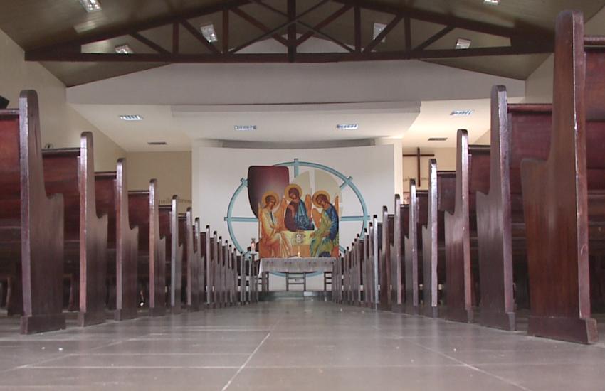 Fiéis são assaltados quando rezavam dentro de igreja no bairro José Walter