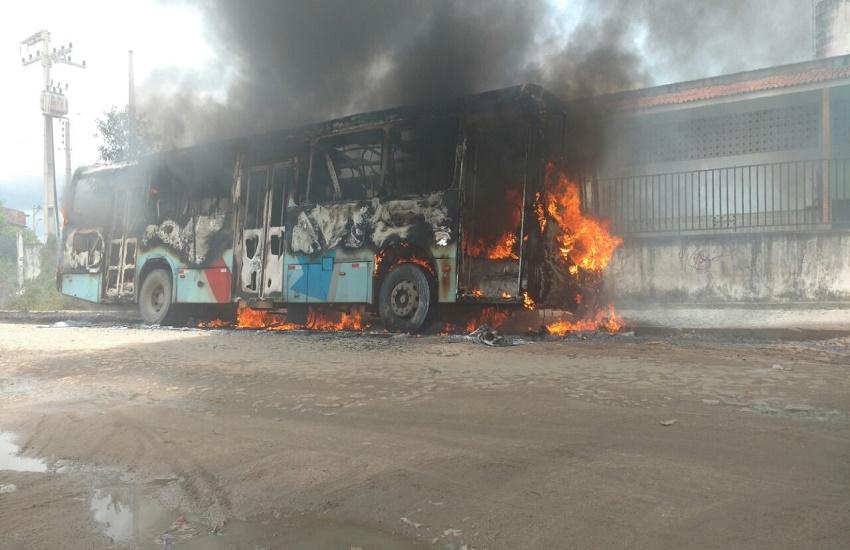 Família de cobrador morto após ataque a ônibus em Fortaleza recebe indenização
