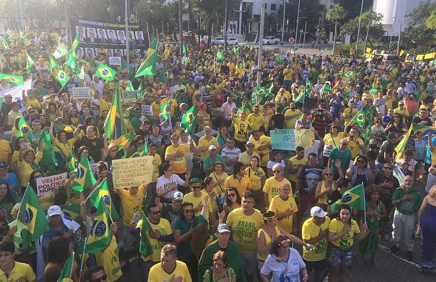 Praça Portugal recebe manifestação em favor de Bolsonaro e da Reforma da Previdência