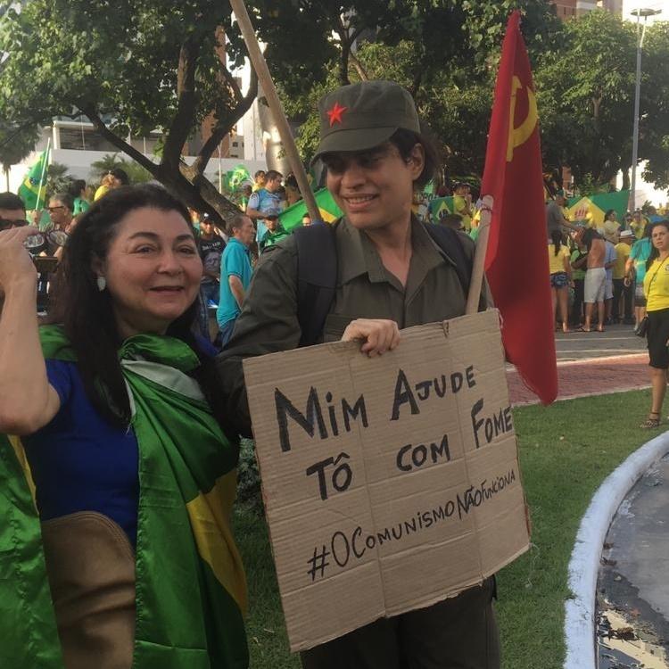 Jovem aproveitou para provocar eleitores de esquerda (FOTO: Cristiano Pantanal/TV Jangadeiro)