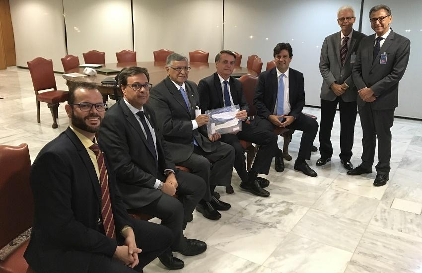 Bolsonaro promete que pesquisa cearense com pele de tilápia entrará para o SUS