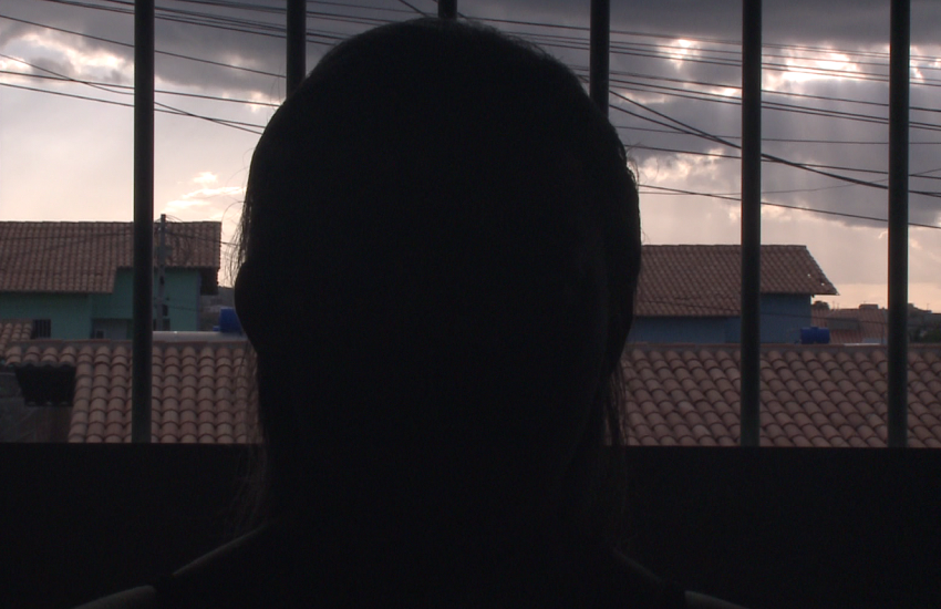 Gerente de fábrica ameaçava de demissão funcionárias que recusassem encontro, denuncia vítima
