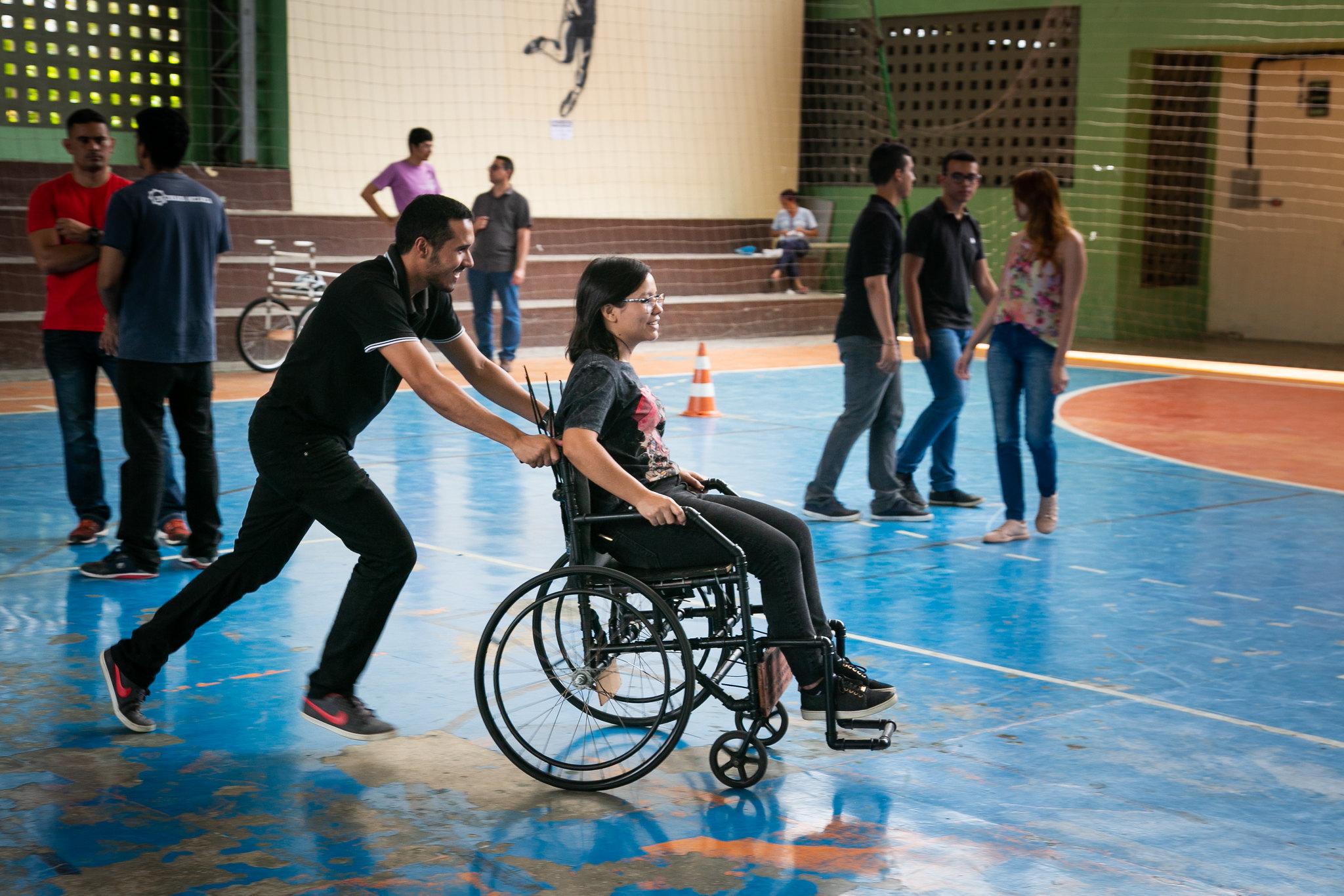 Alunos produzem cadeiras de rodas