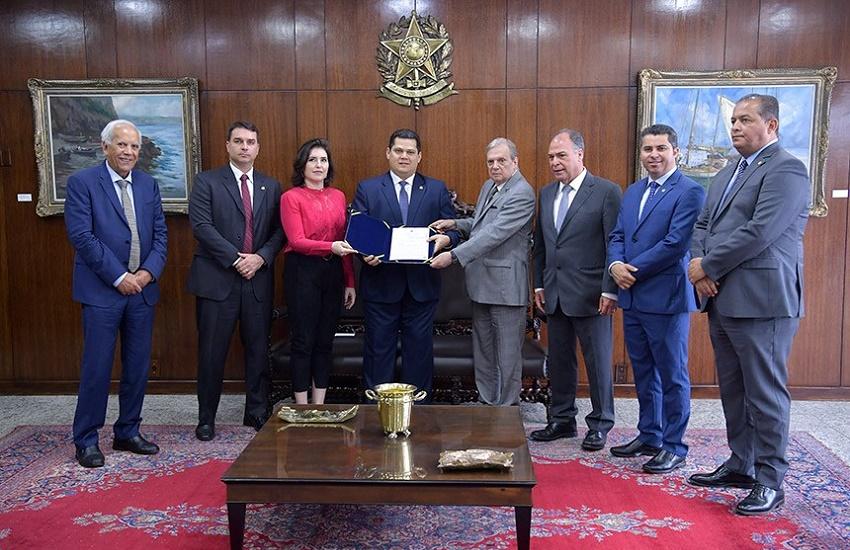 Tasso apresenta relatório da Reforma da Previdência com a inclusão de estados e municípios