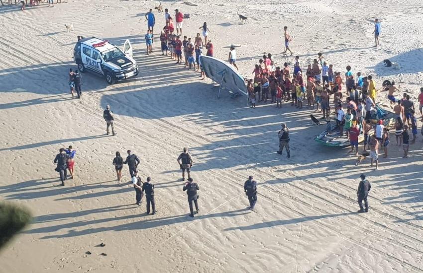 Adolescentes são apreendidos dentro do mar após assalto a motorista de aplicativo
