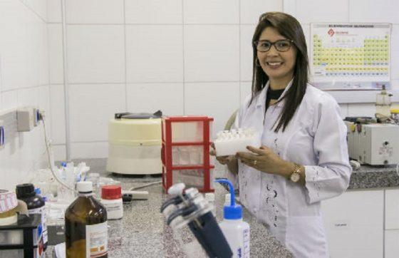 Suely Silva é autora da tese de doutorado sobre o tema e tem orientação do professor Ricardo Emilio (FOTO: Viktor Braga/UFC)