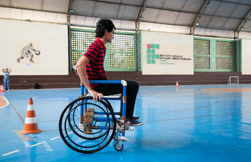 Alunos de Maracanaú utilizam materiais alternativos para construir cadeiras de rodas