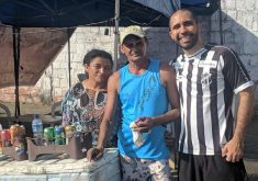 O casal de vendedores tem um quiosque nos arredores da Arena Castelão (FOTO: Valdo da Cunha)