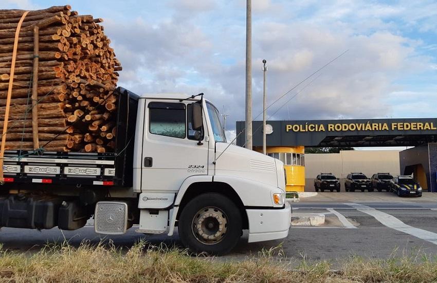 Caminhão com mais de 15 m³ de madeira ilegal é apreendido em Milagres