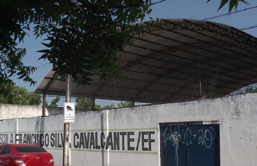 Sete bandidos armados fazem arrastão em escola pública de Fortaleza