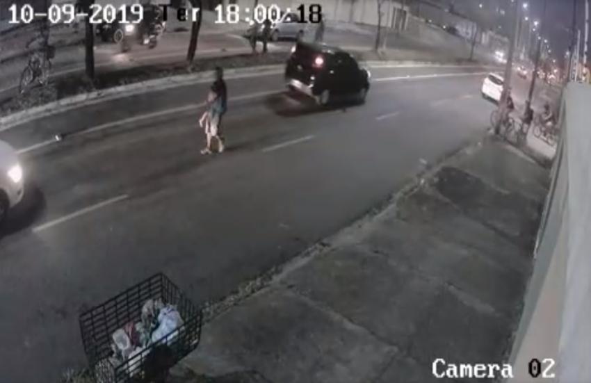 O caso aconteceu na Avenida Rogaciano Leite (FOTO: Reprodução/Whatsapp)