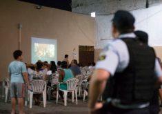 Todas as sessões do cinema comunitária acontecem às quartas-feiras, às 19h, na praça do bairro Antônio Bezerra (FOTO: Divulgação/Arquivo Pessoal)