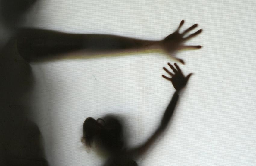 Menina de 10 anos pula do 1º andar de casa para fugir de pai que tentou estuprá-la