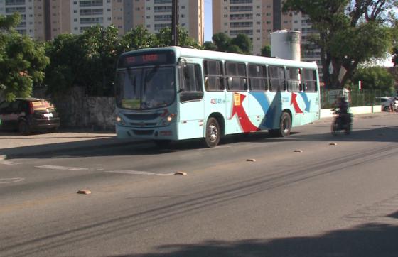 Até o momento, o Sindiônibus registra 12 ataques a ônibus em seis dias (FOTO: Reprodução/TV Jangadeiro)