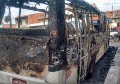 Uma topique foi incendiada em Maracanaú (FOTO: Reprodução/WhatsApp)