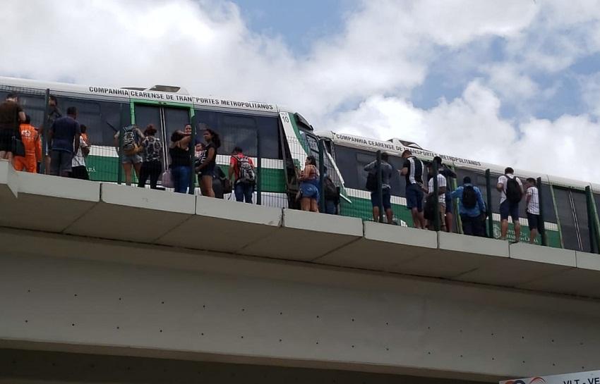 VLT's colidem em Fortaleza e maquinistas ficam presos nas ferragens