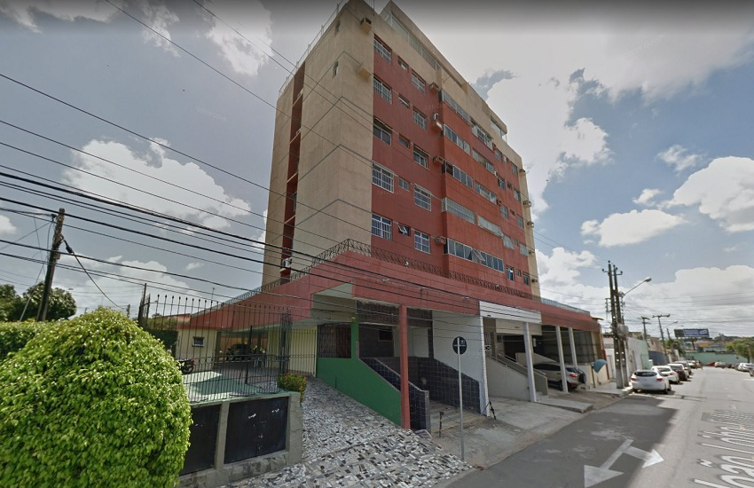 Moradores evacuam prédio no Bairro de Fátima por medo de desabamento