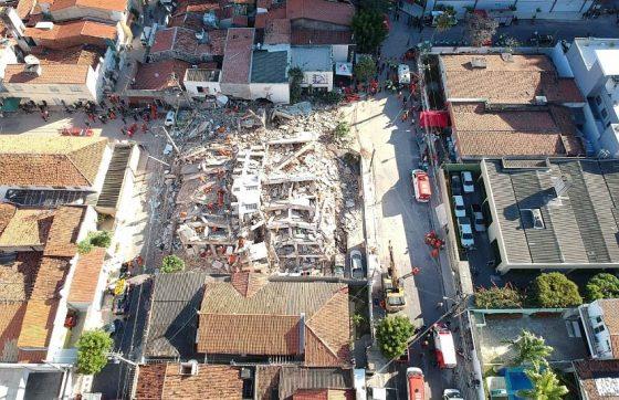 O Edifício Andrea era um prédio residencial de sete andares e 14 apartamentos (FOTO: Caucaia/Imagens aéreas)