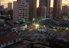 À noite, Corpo de Bombeiros usam luzes para facilitar na busca por vítimas (FOTO: Dorian Girão/TV Jangadeiro)