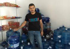 André Gomes está recebendo o apoio de moradores e voluntários para voltar à sua rotina (FOTO: Vitória Barbosa)
