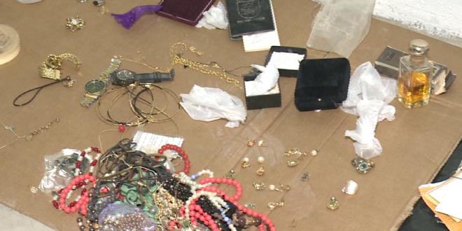 Ex-moradores do Edifício Andréa recuperam objetos em delegacia de Fortaleza