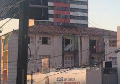 A prédio foi desocupado por todos os moradores, com a exceção de uma família (FOTO: Reprodução/WhatsApp)