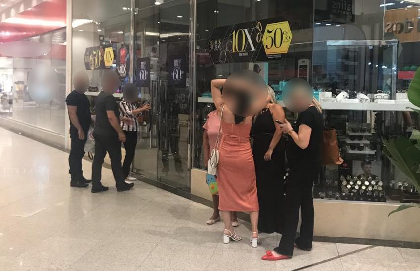 Trio rende funcionários e assalta joalheria em centro comercial de Fortaleza