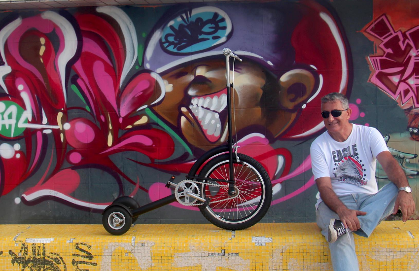 Triciclos feitos com peças reaproveitadas fazem sucesso entre a criançada em Horizonte