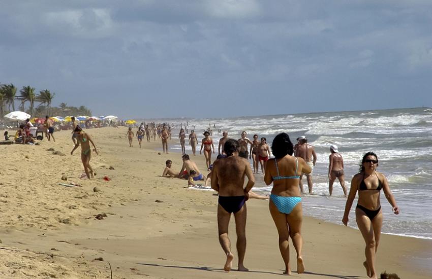 Jovem é preso acusado de assaltar 2 turistas alemães na Praia do Futuro