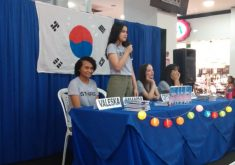As estudantes receberam apoio da Secretaria de Educação do estado e lançaram 100 exemplares da gramática (FOTO: Arquivo Pessoal)