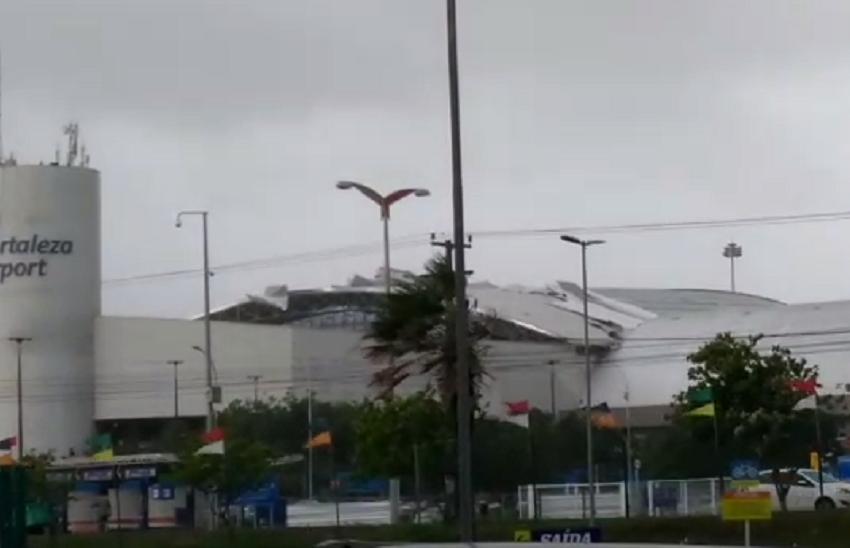 Parte do teto do Aeroporto Internacional ficou danificada (FOTO: Reprodução/Whatsapp)