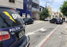 O homem foi preso em rua do bairro Parquelândia, próximo à SSPDS (FOTO: TV Jangadeiro/Dória Girão)