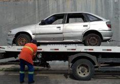 O veículo removido era um modelo Pointer e estava abandonado há 27 dias (FOTO: Reprodução/AMC)