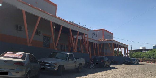 Hospital de Quixeramobim está com infiltrações e corre risco de desabamento