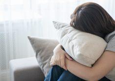 No livro, Camila fala sobre relações pessoais de mulheres que enfrentam o câncer (FOTO: Reprodução/Freepik)
