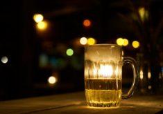 alcool-pub-cervejaria-copo-noite_1122-2253