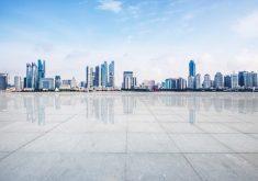 cimento-footpath-skyline-espaco-predios_1112-1059