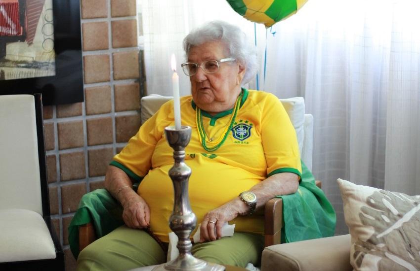"""Aos 97 anos, Vovó Palmira comemora vitória do Brasil diante do México: """"Meu coração vai cair"""""""