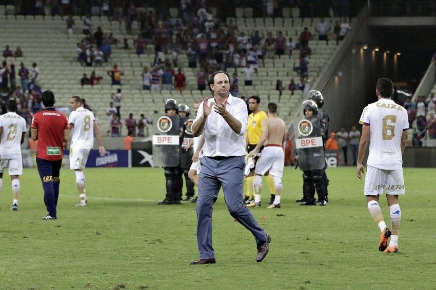 """""""Atmosfera em dia de jogo é de futebol europeu"""", diz Ceni sobre torcida do Fortaleza"""