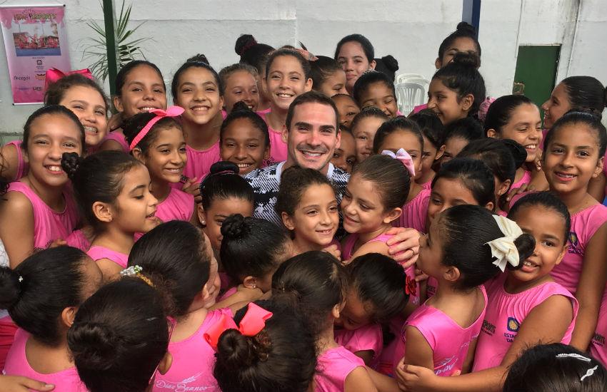 Campeão olímpico e mundial visita projeto de ginástica no Ceará