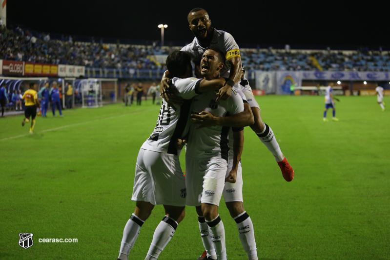 O Ceará venceu o Avaí por 2 a 1 na Ressacada. (Foto: Felipe Santos/cearasc.com)