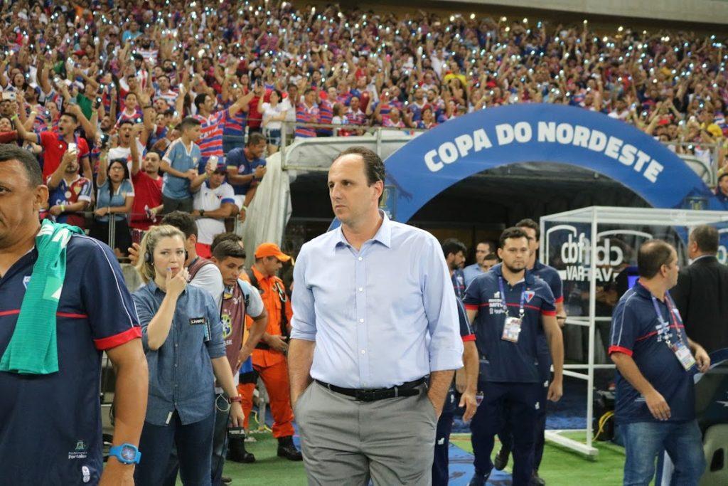 Rogério Ceni pode conquistar seu 3º título como treinador do Leão na próxima quarta-feira (29). (Foto: Leonardo Moreira / Fortaleza EC