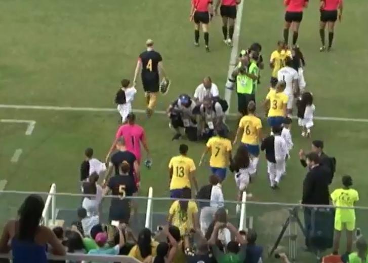 Os fortalezenses tiveram a honra de assistir à seleção brasileira feminina vencer a Austrália por 3 a 1. (Foto: Reprodução)