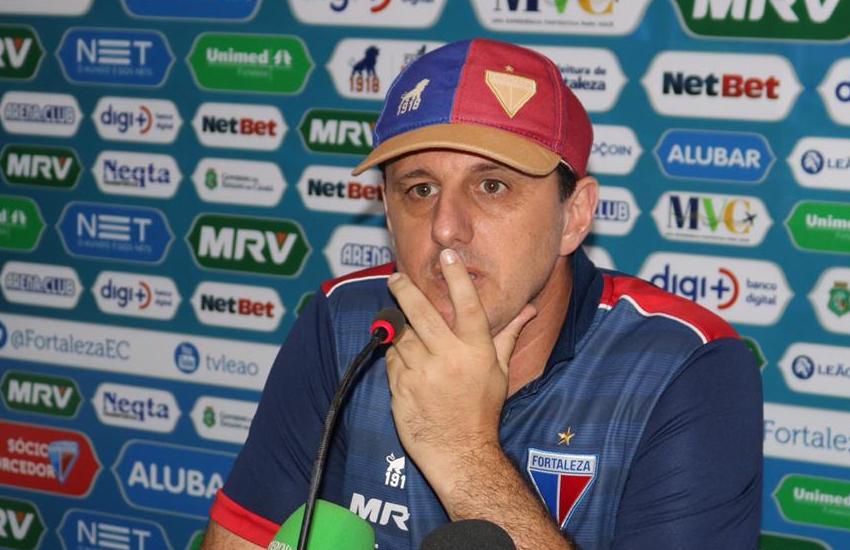 Rogério Ceni mostra preocupação para a volta da Série A