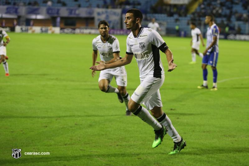 Ainda com dores no ombro, Thiago Galhardo preocupa para a volta da Série A