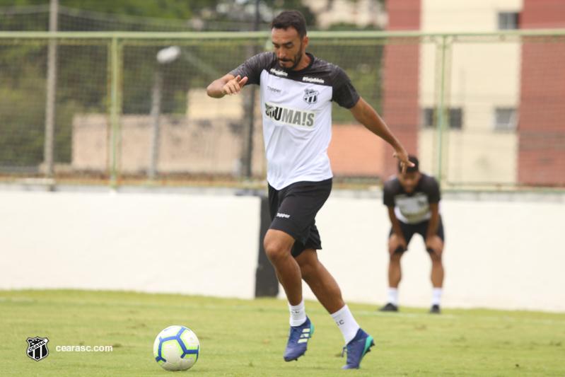 """""""Nossa luta é fazer um jogo limpo, sem sofrer gols"""", diz zagueiro Tiago Alves"""