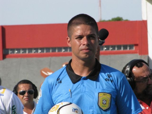 STJD defere pedido do Ceará e Chicão está for a do jogo destterça