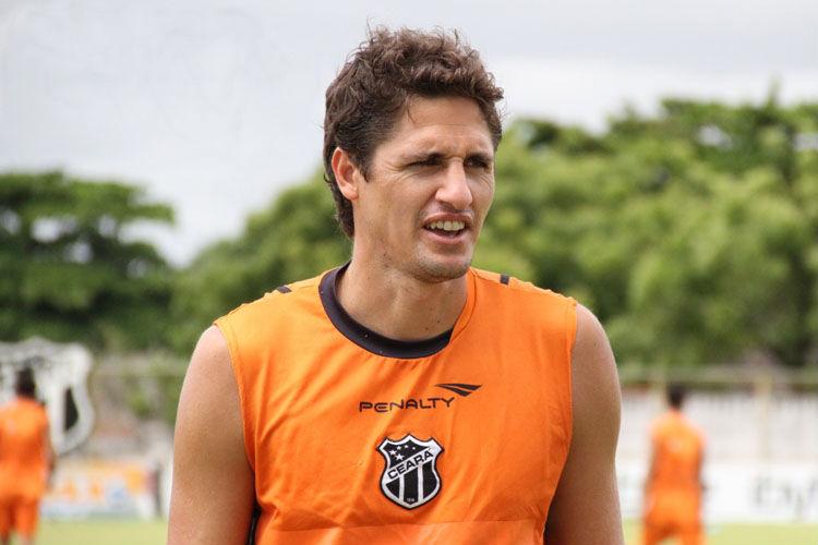 Edmilson defendeu o Ceará na temporada 2011
