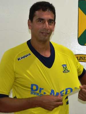 Adilson jogou durante oito anos no Ceará e agora veste a camisa do Santo André