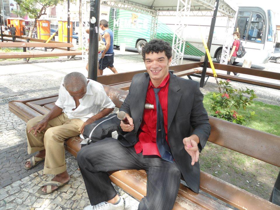 Talmon fazendo humor na Praça do Ferreira